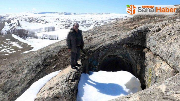 Esrarengiz yeraltı tüneli gizemini koruyor