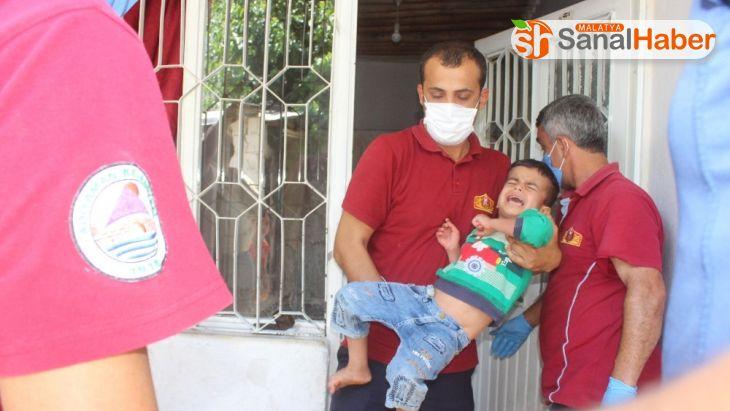 Evde kilitli kalan işitme engelli çocuk ve kardeşi kurtarıldı