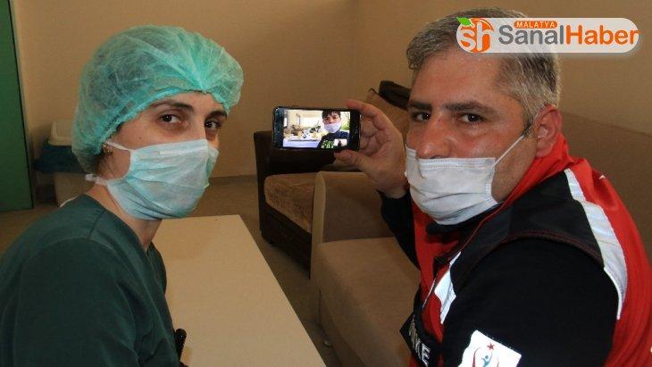 Fedakar sağlıkçılar, çocuklarının doğum gününü 'Online' kutladı