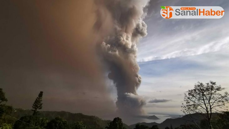 Filipinler'de yanardağ faaliyete geçti, uçuşlar askıya alındı