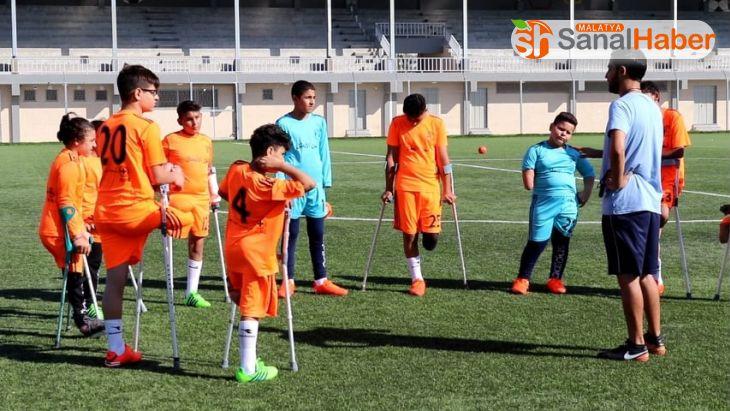 Gazze'de çocuk ampute futbol turnuvası gerçekleştirildi