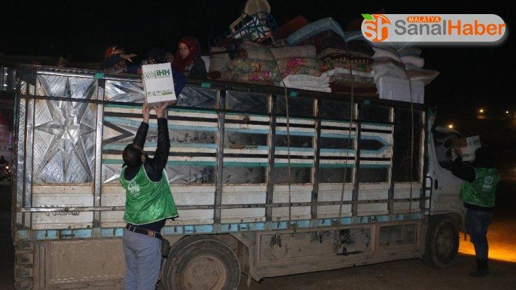 Göç yolundaki sivillere acil yardım paketi