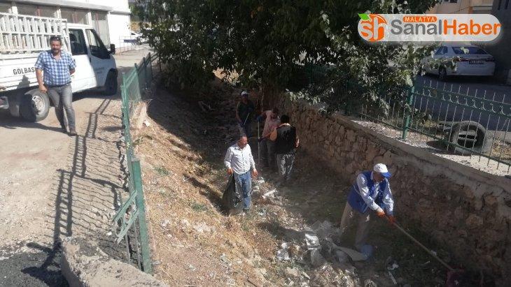 Gölbaşı Belediyesi dere ve su kanallarını temizliyor