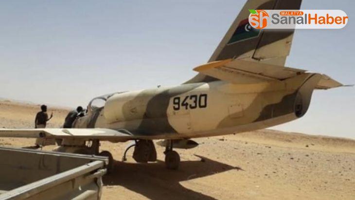 Hafter'e ait savaş uçağı Libya-Nijer sınırına acil iniş yaptı