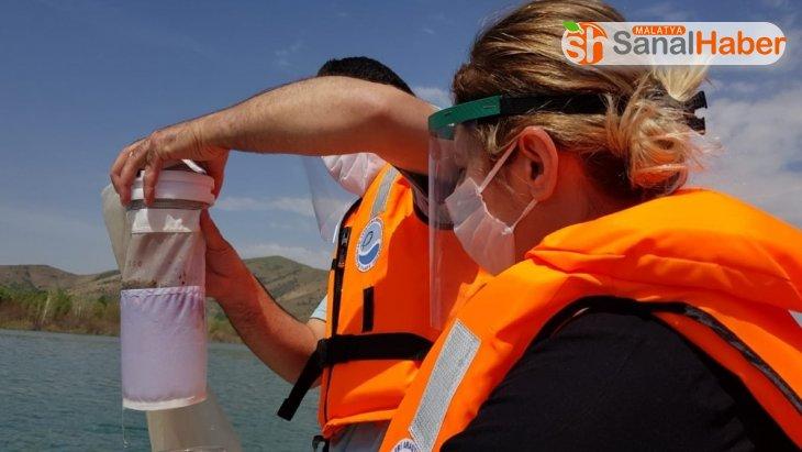 Hazar Gölü'nde mikroplastik kirlilik araştırması