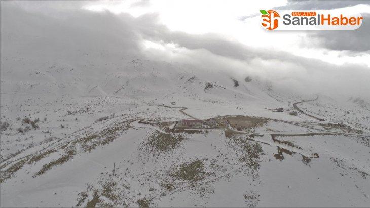 Hazarbabada kar ve bulutların görsel şöleni
