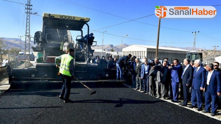 Hekimhan ilçesinde asfaltlama çalışmaları yapılıyor