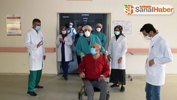 Malatya'da İki kez kalbi duran hasta korona virüsü yendi