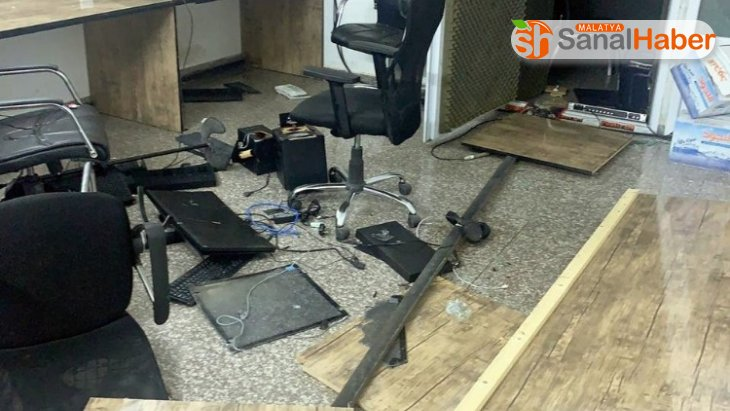 Irak'ta protestocular TV kanallarına saldırdı
