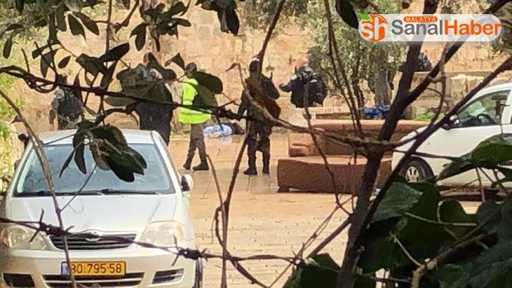 İsrail güçleri, Mescid-i Aksa'nın kapılarını bıçaklı saldırı iddiasıyla kapattı