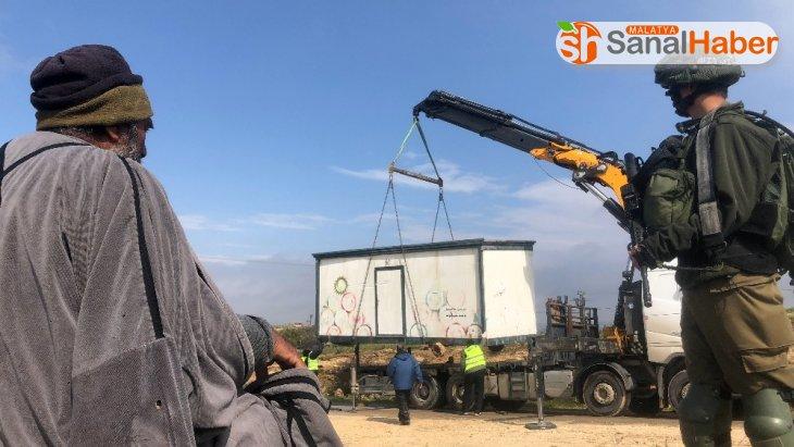 İsrail işgal güçleri, seyyar okula el koydu
