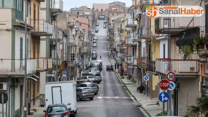 İtalya'da otoyollardaki akaryakıt istasyonları kapatılıyor