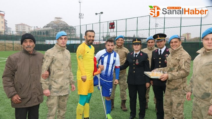 Jandarma'dan ampute futbolculara ziyaret