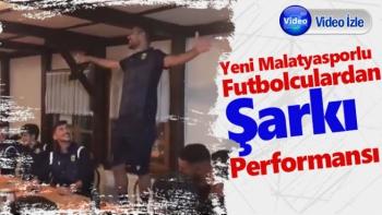Yeni Malatyasporlu futbolculardan şarkı performansı
