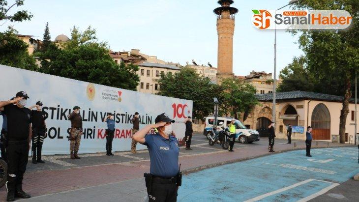 Kahramanmaraş polisi saat 19.19'da İstiklal Marşı'nı okudu