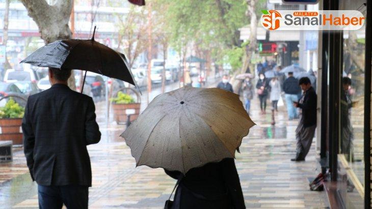 Kahramanmaraş'ta vatandaşlar ne virüs dinledi ne yağmur