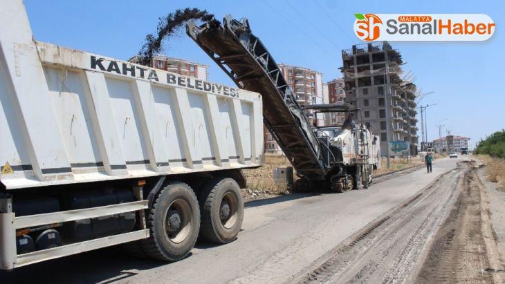 Kahta'da yol yenileme çalışmalara devam ediyor