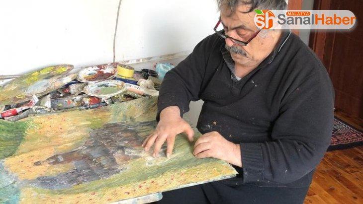 Karantina günlerinde evini resim atölyesine çevirdi