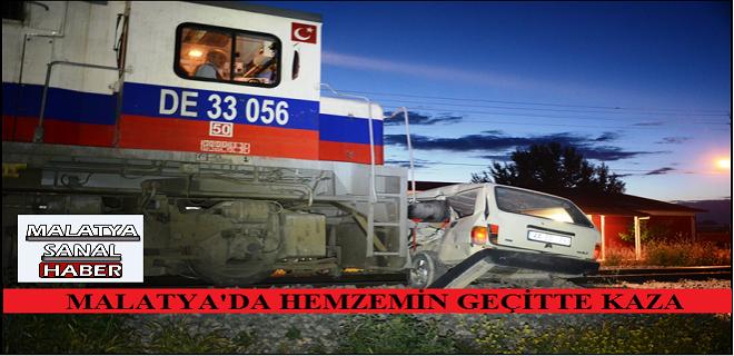 MALATYA'DA  TRENİN ALTINDA KALAN ARAÇ, 50 METRE SÜRÜKLENDİ