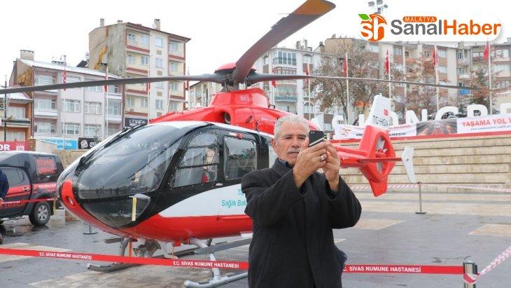 Kent merkezine inen hava ambulansı görücüye çıktı