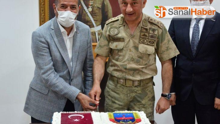 Kervancıoğlu'ndan jandarmaya 181. yıl pastası