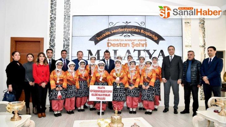 Malatya birincisi ekibe Başkan Gürkan'dan hediye