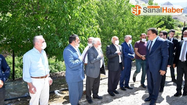 Malatya Büyükşehir Belediyesi, Kadiruşağı yolunu asfaltlıyor
