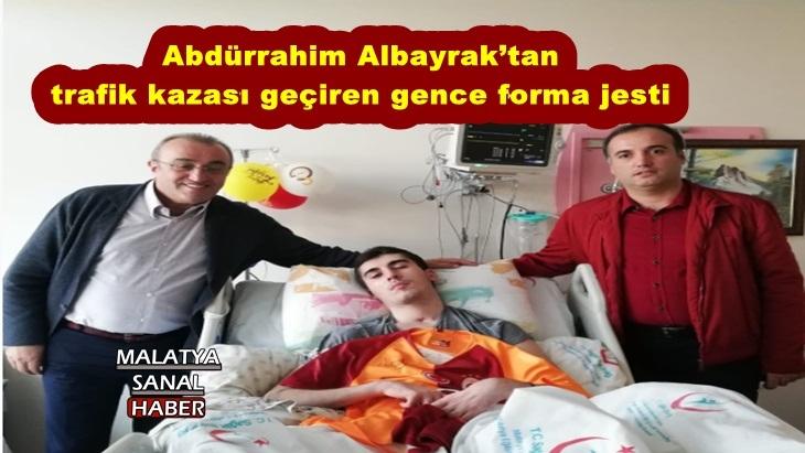 Abdürrahim Albayrak'tan trafik kazası geçiren gence forma jesti