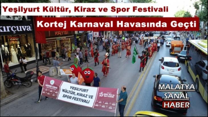 Kiraz Festivalinde Kortej Karnaval Havasında Geçti