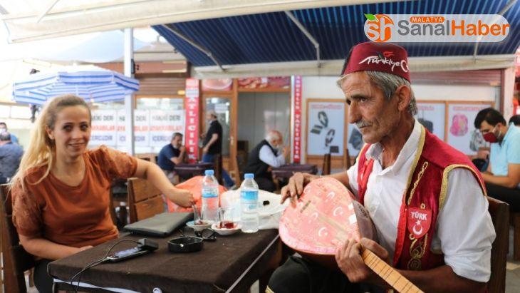 Maskesiz bağlama çalıp türkü söyleyen aşığa 900 lira ceza