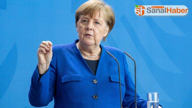 Merkel: ''Yaptığımız gevşetmenin neticelerini iki hafta sonra göreceğiz''
