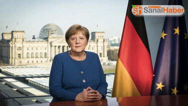 Merkel: 'Hastanelerimizin de kapasitesi aşırı derecede zorlanmaktadır'