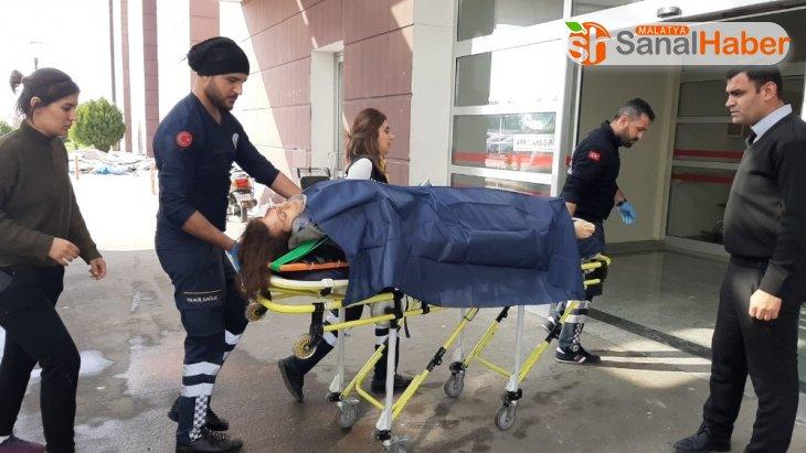 Minibüsün altında kalan kadın yaralandı