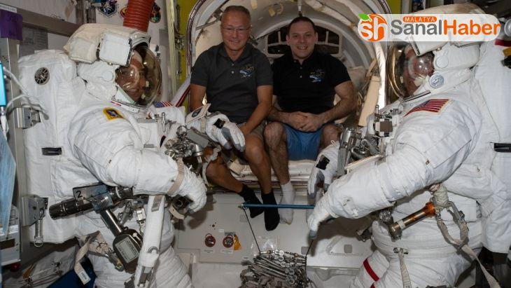 NASA'ya bağlı astronotlardan uzay yürüyüşü