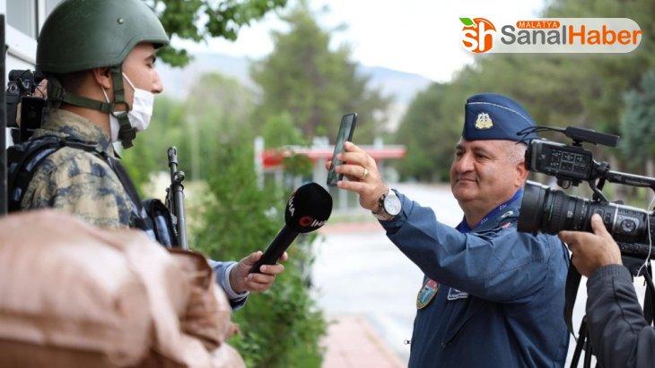 Komutanın askere sürprizi duygulandırdı