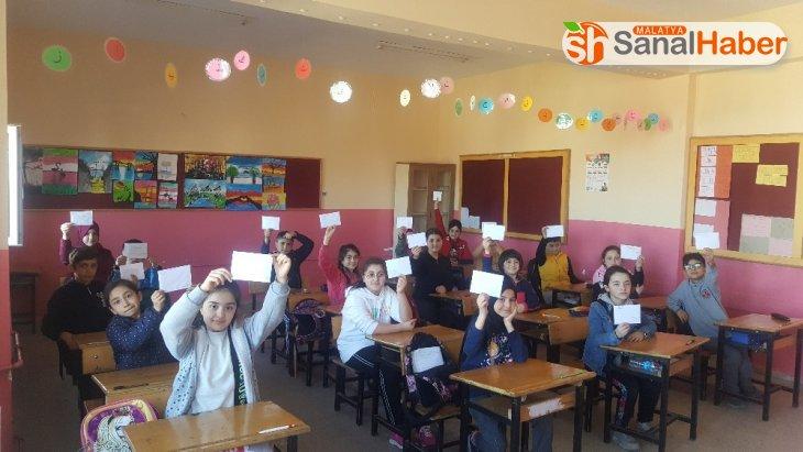 Öğrencilerden Mehmetçiğe 200 mektup