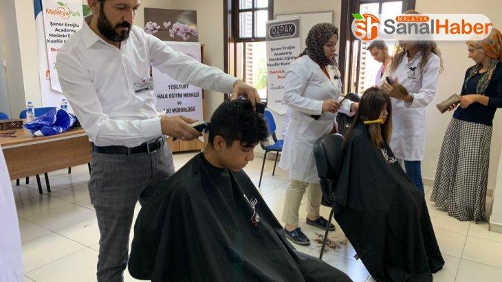 Öğrencilere okul öncesi ücretsiz saç kesim jesti