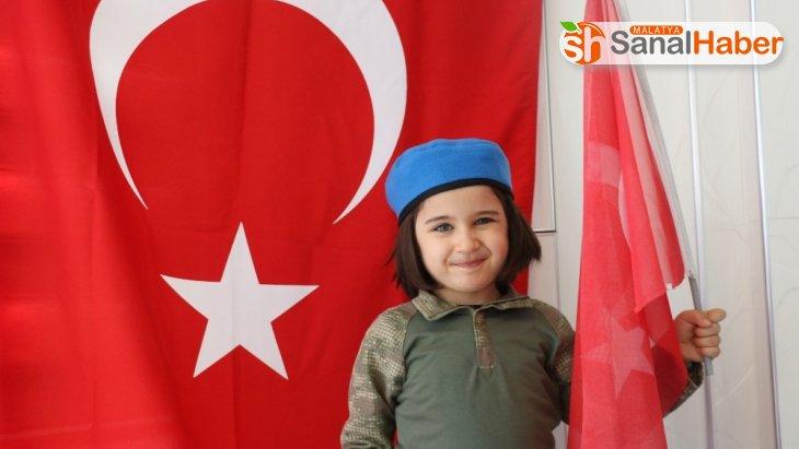 Okuma yazma bilmeyen 4 yaşındaki Sena İstiklal Marşı'nı ezbere okuyor