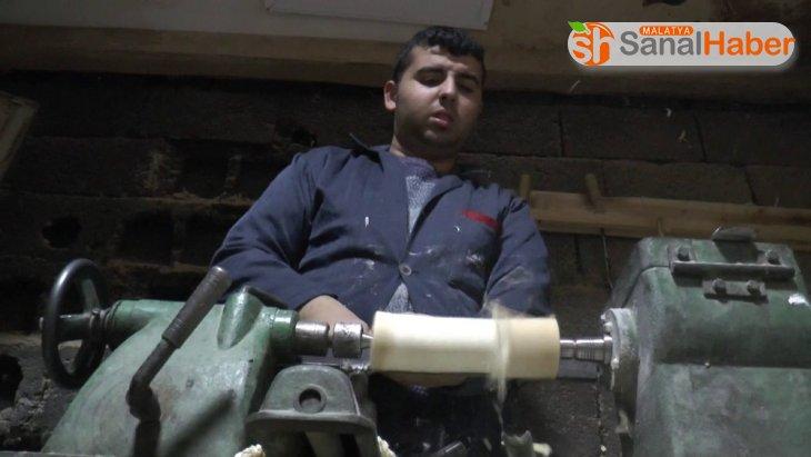Otizmli genç marangozluk sayesinde hayata tutundu