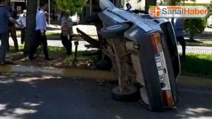 Otomobil takla atıp refüje çıktı