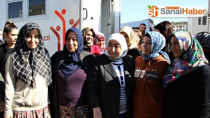 Semiha Yıldırım, Elazığ'da depremzedeleri ziyaret etti