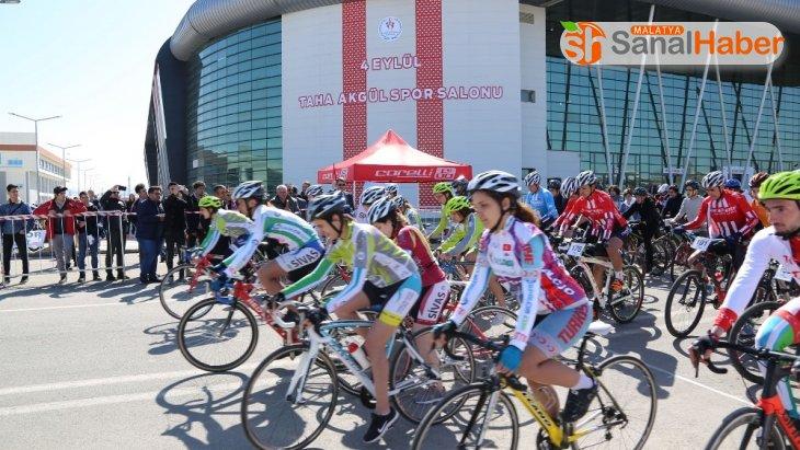 Sivas'ta yapılan 'Okullar arası bisiklet yarışları' sona erdi