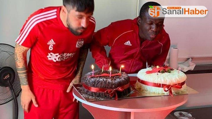 Sivassporlu futbolculara sürpriz kutlama