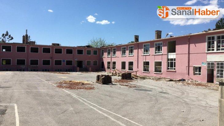 Sümer İlkokulu yıkılıyor