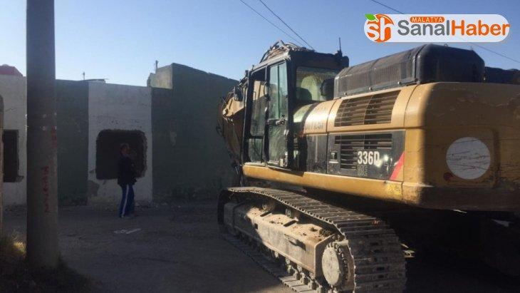 Sümerevler Mahallesinde kamulaştırılan yapı yıkıldı