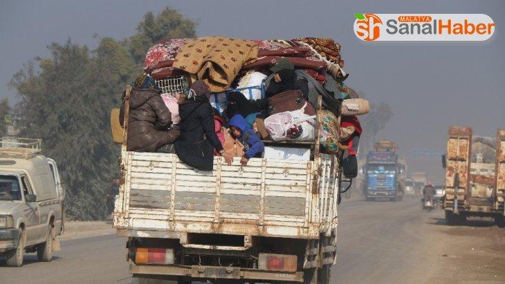 Suriye'de göç yolundaki ailelere yardım paketi