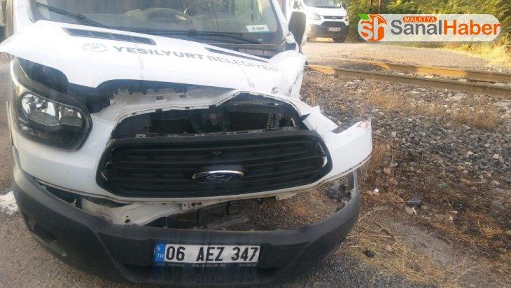 Malatya'da Tren kamyonete çarptı