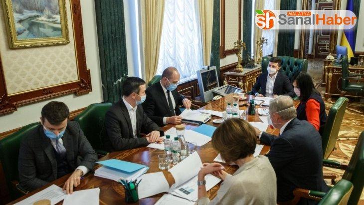 Ukrayna, korona virüs tedavisini bulana 1 milyon dolar ödül verecek