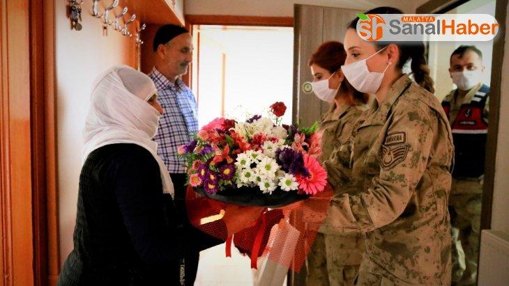 Vefa Grubu, Mehmetçik'ten şehit ailelerine ziyaret