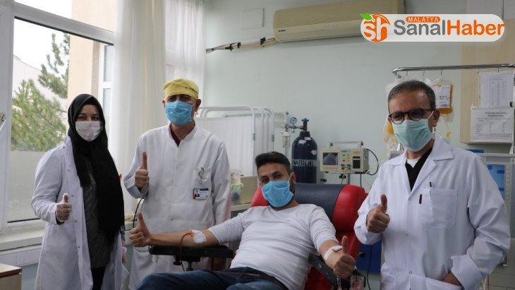 Virüsü yenen hemşire, başka hastalar için bağışta bulundu